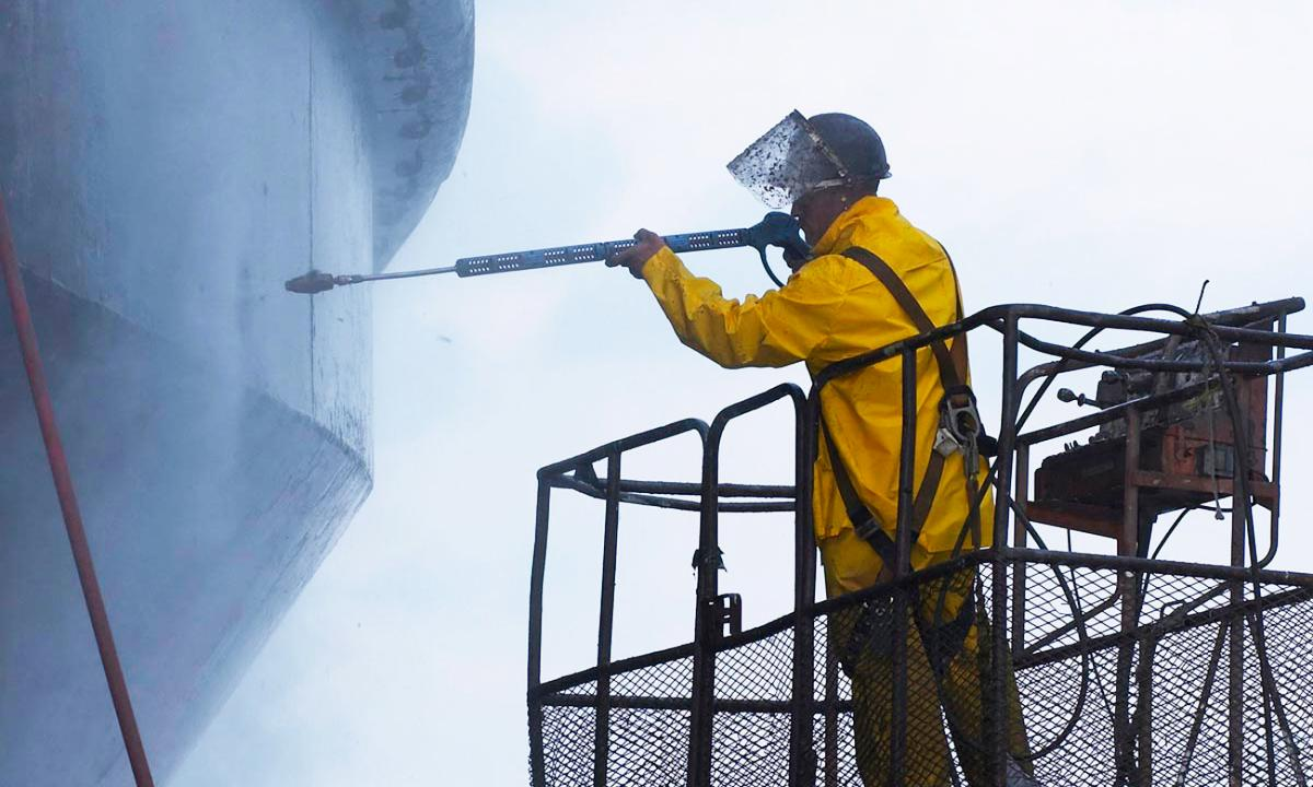 Ultra-high-pressure-water-blasting-2.500-bar.jpg